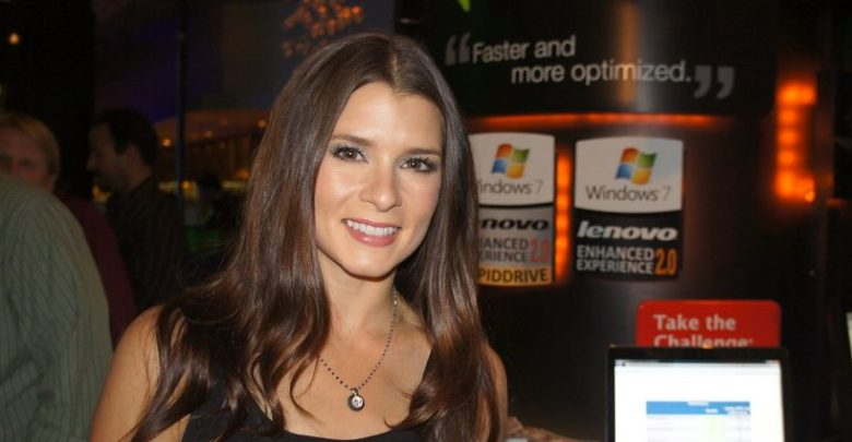Danica Patrick Shows Love On Twitter