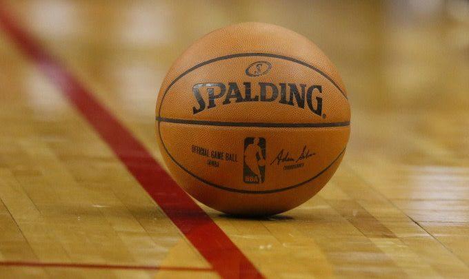 Women's College Basketball Team Scores 2 Points In First Half